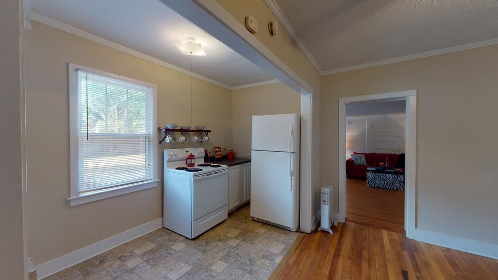 223 A Kitchen & Dining Room